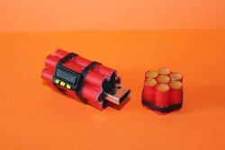 распечатанный на 3д принтере корпус для USB Flash в качестве эксперимента окрашенный акриловыми красками