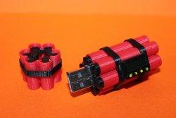 вторая версия распечананного на 3д принтере корпуса для USB Flash (распечатана из черного и красного пластиков)