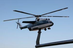 Отпечатанная на 3д принтере и окрашенная модель вертолета ми-6