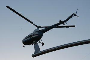 Отпечатанная на 3д принтере и окрашенная модель вертолета ми-1